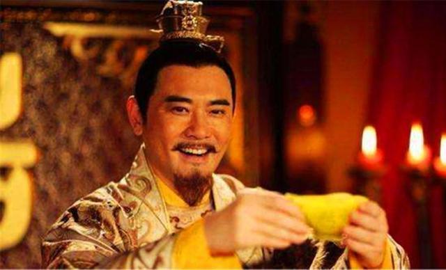 皇帝对宠妃开玩笑说了6个字,宠妃听了发怒,当晚就把皇帝闷死了