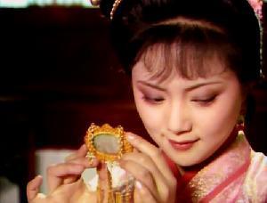 賈元妃在皇宮屬哪個級別?薛寶釵羨慕卻選秀落敗,冷香丸惹禍了